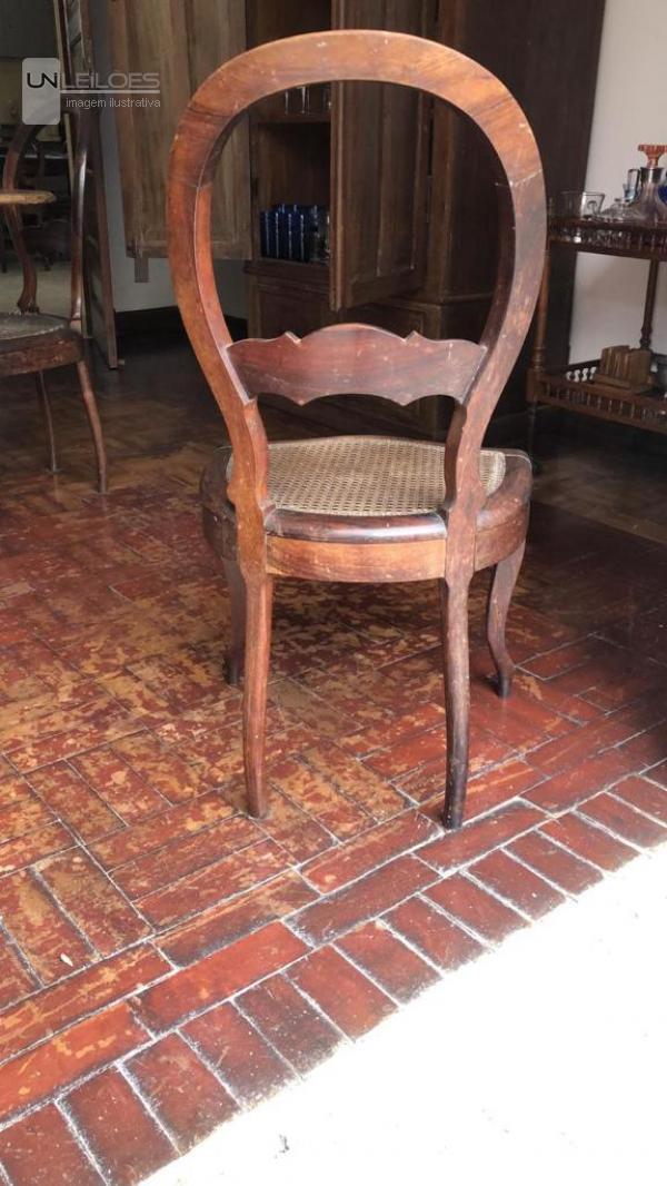 02 Cadeiras de madeira